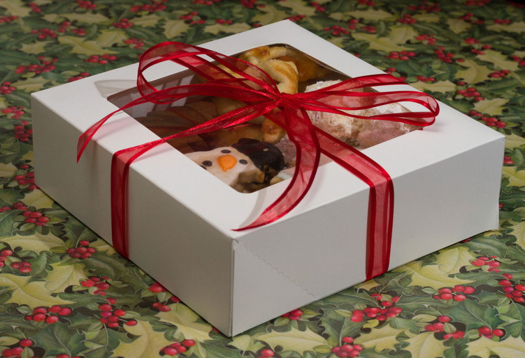 Christmas-cookies-in-box-wrapped-2014
